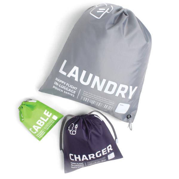 Bunte Reisebeutel / Zugbeutel aus robustem Polyester mit Aufdruck: Laundry, Charger und Cable. In-Luggage Pouch von Alife Design.