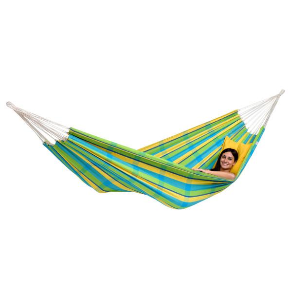 In der bunt gestreiften Barbados Hängematte Lemon von Amazonas haben Sie einen gemütlichen Ort um zu Entspannen und Relaxen.