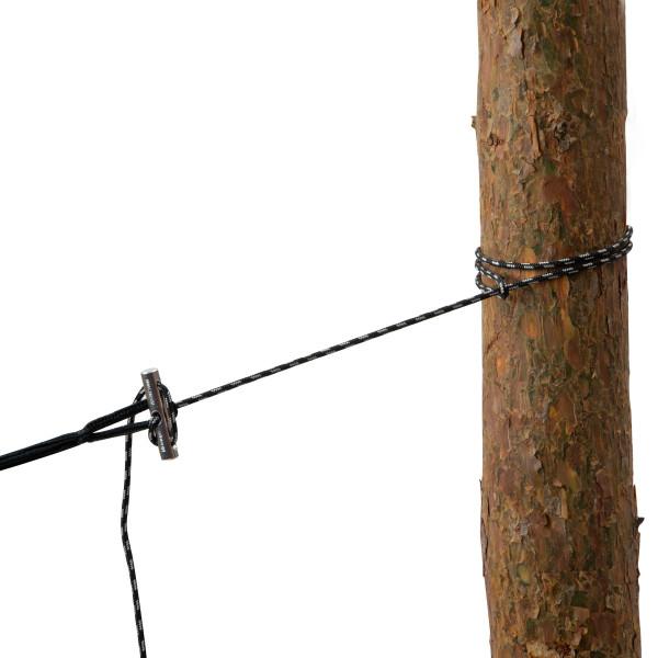 Schnelles Aufhängen von Hängematten an Bäumen oder Pfosten verspricht das ultraleichte Microrope Aufhängeseil von Amazonas.