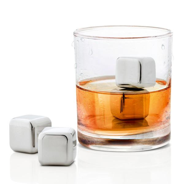 Blomus Eiswürfel LOUNGE aus Edelstahl, Set 4 Stück - Stimmungsbild mit Glas