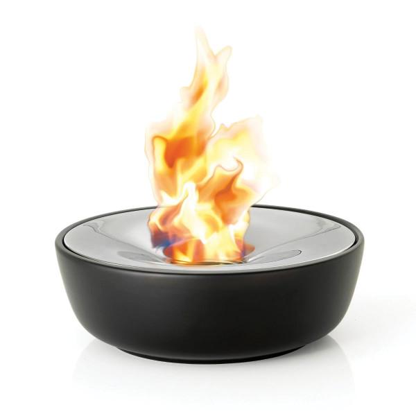 Gelfeuerstelle FUOCO von blomus design. Moderne Outdoor Feuerstelle für Brenngel aus Edelstahl und schwarzer Keramik. Design by Flöz Design.