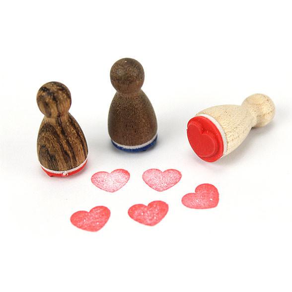Mini Holzstempel HERZ aus der Designmanufaktur Berlin. Der Ministempel mit Herzmotiv aus der Serie Stemplino.