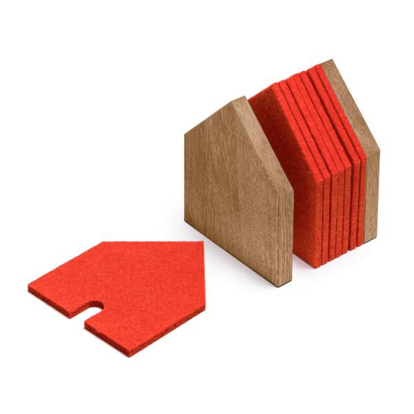 Eichenhaus mit Filzuntersetzer rot. GASTHAUS, Glasuntersetzer Set von FAIRWERK. Made in Germany - Behindertenwerkstatt.