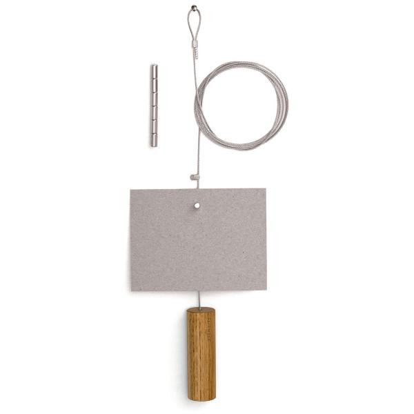 Fotoseil Zylinder: Stahlseil mit Holzgewicht aus Eiche und Magnet für Bilder und Karten von FAIRWERK