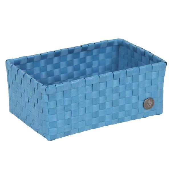 Blauer Flechtkorb Sardinie von Handed By. Original Flechtkorb von Handed By. Kunststoffkörbchen in blau für Bad, Kinderzimmer, Wohnzimmer ... . Körbe - fair produziert!