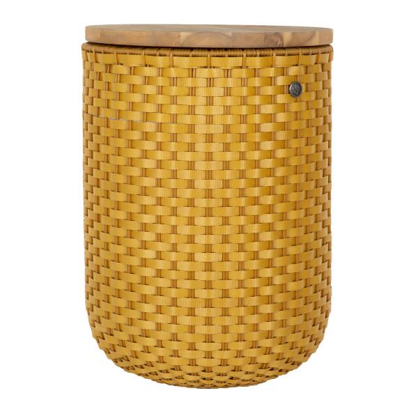 HALO Beistelltisch, Hocker + Korb ocker-gelb geflochten mit Holzplatte. Fair, nachhaltig und sozial produziert - Handed By.