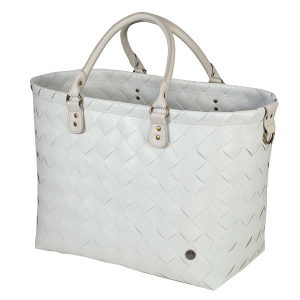 Große Tasche SAINT TROPEZ in hellgrau von Handed By. Shopper misty grey aus recycelten Kunststoffgeflecht. Badetasche, Strandtasche, ...