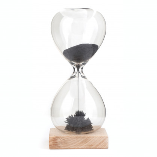 Magnetische Sanduhr mit Holzbasis - Sanduhr aus Glas - Magnetic Hourglass von Kikkerland Design.
