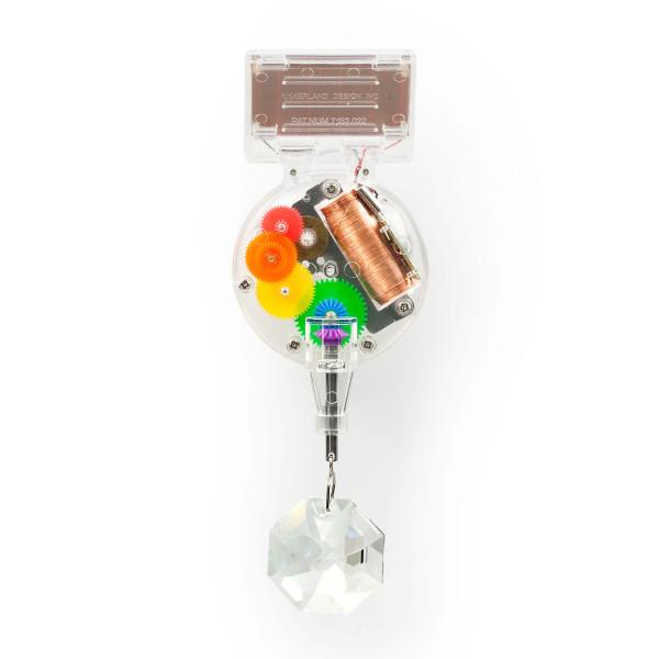 Verwandelt dein ganzes Zimmer in ein Regenbogenland. Die solarbetriebene Regenbogenmaschine RAINBOW MAKER von Kikkerland Design.