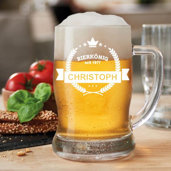 Bierkrug mit Gravur - BIERKÖNIG - von Leonardo Design. Bierseidel mit persönlicher Gravurmöglichkeit (Name + Geburtsjahr)