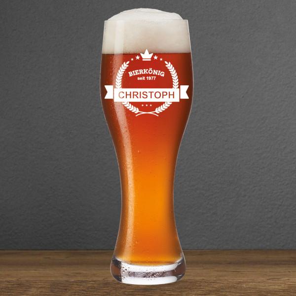 Weizenbierglas mit Gravur - BIERKÖNIG - von Leonardo Design. Weizenbierglas mit persönlicher Gravur (Name + Geburtsjahr)