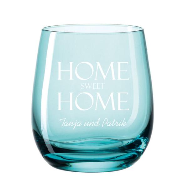 Windlicht mit Gravur transparent blau. Bauchiges, graviertes Glas für Teelicht farbig von Leonardo Design. Personalisiertes Windlicht laguna hellblau.