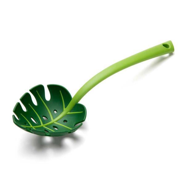 JUNGLE SPOON von Ototo Design: Salatlöffel, Nudellöffel, Schaumlöffel, Siebkelle, Schöpflöffel, ... . Grüner Löffel im Blatt-Design.