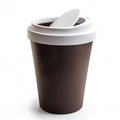 Mini Schwingdeckel Mülleimer im Coffee to go Look von Qualy Design - Coffee Bin braun