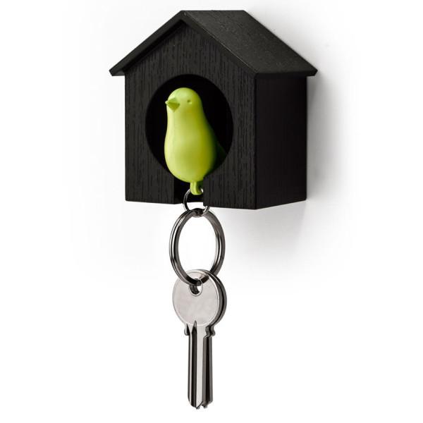 Grüner Vogel Schlüsselanhänger mit schwarzem Vogelhaus von Qualy Design. Sparrow Keyring Holder.