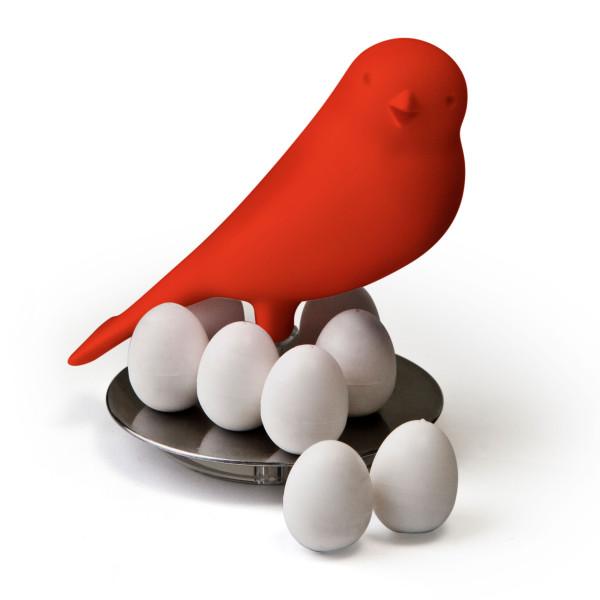 Vogel Magnethalter Egg Sparrow in rot von Qualy Design. 8 Eier Magnete mit Spatz-Haltung.