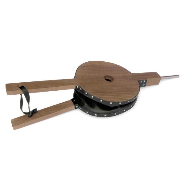 Nostalgischer Blasebalg von Raumgestalt: Eichenholz und schwarzes Leder, welches mittels Nägeln traditionell angebracht wird.