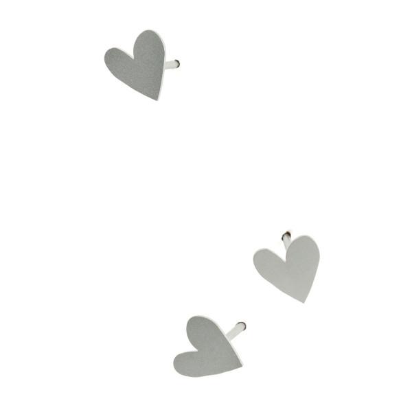 LoveNail von Raumgestalt: drei kleine 4 cm lange Nägel mit Nagelkopf in Form einer Herzens.