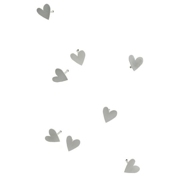 LoveNail von Raumgestalt: viele kleine 4 cm lange Nägel mit Nagelkopf in Form einer Herzens.