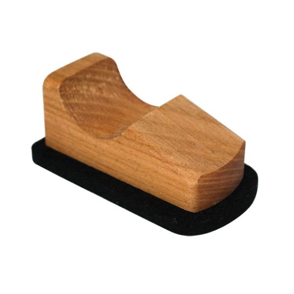 Scooter von Raumgestalt - kleiner Bildschirmreiniger aus Holz mit Filzboden - Modell Kirschbaum.