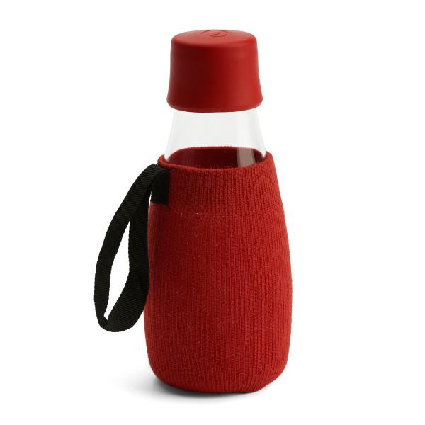 Rote Schutzhülle / Sleeve für die Glas Trinkflasche 0,3 Liter von Retap Design.