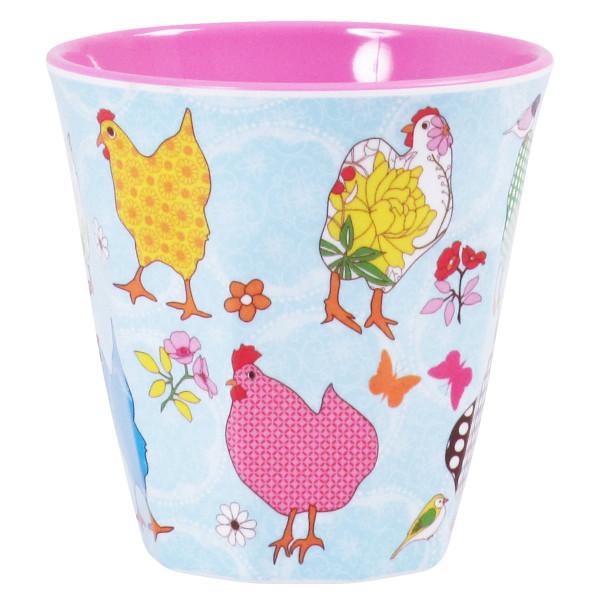 RICE Trinkbecher mit Hen Print (Hennen) aus Melamin. Kunststoffbecher mit Hühner Motiv auf hellblauen Grund.