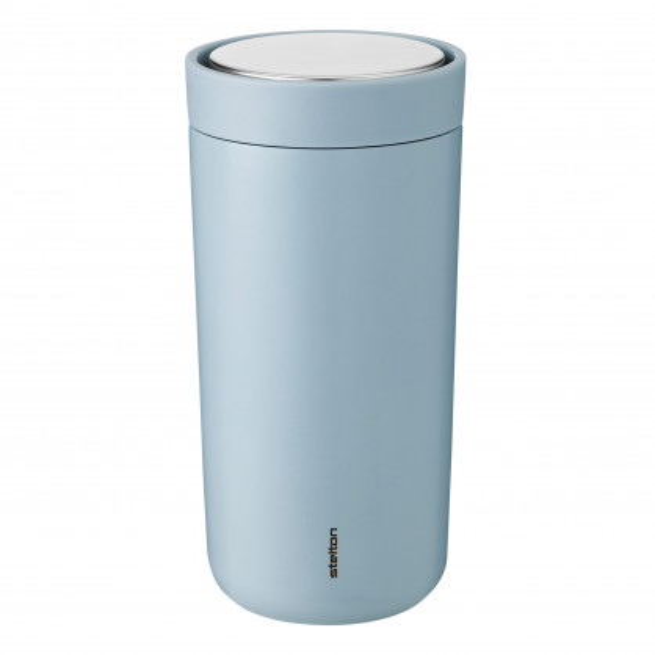 Doppelwandiger Thermobecher Edelstahl in cloud blue - Auslaufsicherer Isolierbecher hellblau - Volumen 0,4 Liter - Stelton Design