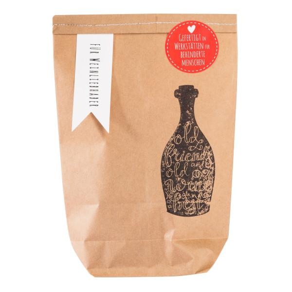Geschenktüte für Weinliebhaber von Wunderle. Braune, hangestempelte Wundertüte, befüllt mit praktischen Kleinigkeiten für Weinfreunde und einen netten Weinabend!