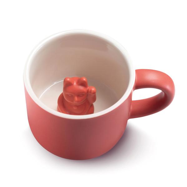 Rote Henkeltasse LUCKY MUG mit Glückskatze / Winkekatze. Donkey Products Tasse aus Keramik mit Maneki Neko Glückskatze.