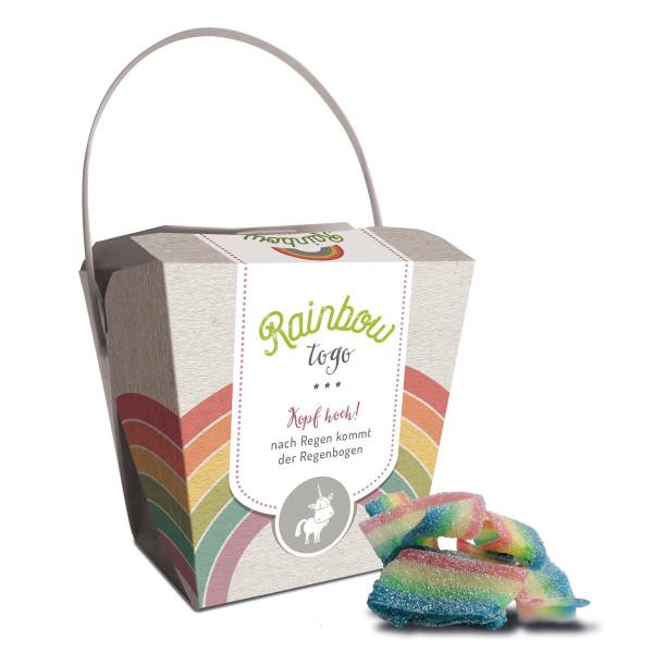 liebeskummerpillen Rainbow to go: saure Fruchtgummischnüre in netter Geschenkverpackung mit Regenbogen-Motiv.