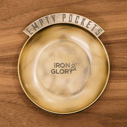 Goldene Schale aus Metall - Modell Empty Pockets ➤ für Schlüssel, Kleingeld und mehr ➤ Aus der Serie Iron & Glory von luckies design ➤ Schlüsselschale gold