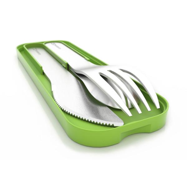Besteckset MB POCKET von monbento. Das Besteck Set besteht aus Gabel, Löffel und Messer in Edelstahl mit grünem Etui.