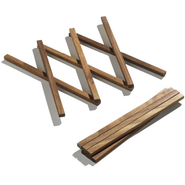 Untersetzer S von side by side: ausziehbarer Untersetzer aus massivem Nussbaumholz.