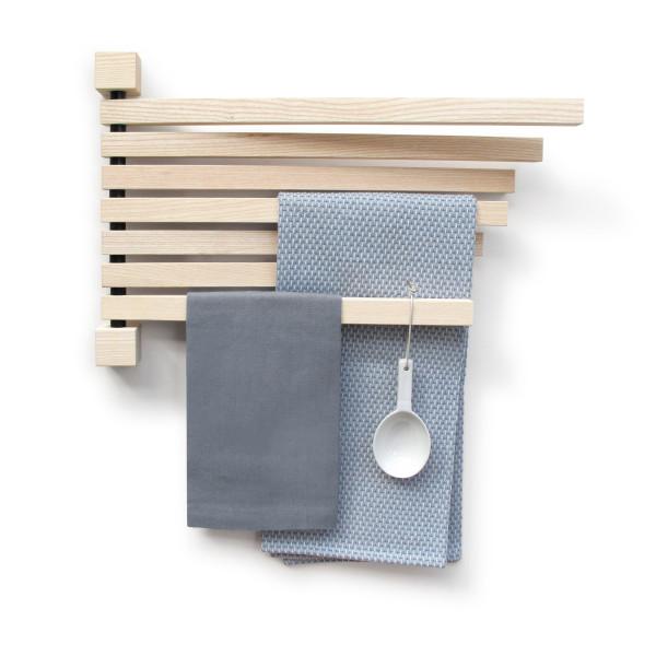 Wandpfau PAVO S von side by side design organisiert an der Garderobe, ist Geschirrtuchhalter und vieles mehr. Holz Wandhalter / Garderobenhalter / Zeitschriftenhalter, Geschirrtuchhalter, ...