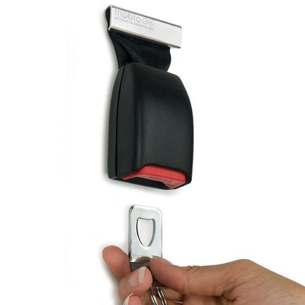 Der originelle Schlüsselhalter der aussieht wie ein Gurtschloss im Auto. Cooler Eyecatcher! Wand Schlüsselhalter Gurt - winkee design.