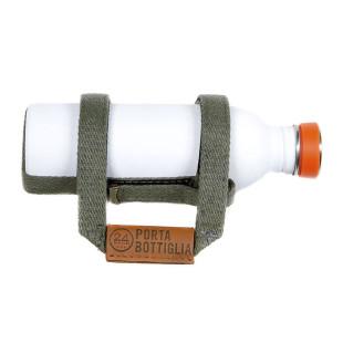 24Bottles Flaschenhalter fürs Fahrrad PORTA BOTTIGLIA mit weißer 0,5 Liter Trinkflasche von 24 Bottles. Modell Fango (olivegrün)