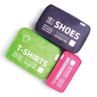 Reisebeutel mit Reißverschluss von Alife Design. T-Shirt-Beutel grün, Unterwäschebeutel pink und Schuh-Beutel violett.