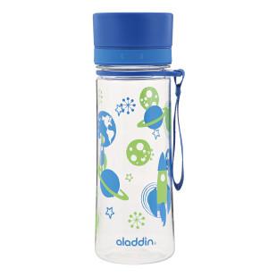 Kindertrinkflasche AVEO blau von aladdin design. Superleichte, BPA-freie Trinkflasche für Jungs mit Raketen-, Planeten- und Weltraummotiv.