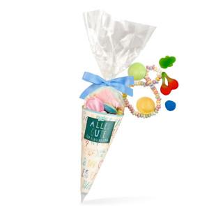 Schultüte mit blauer Schleife - bunte Mischung an Süßigkeiten. Zuckertüte Einschulung für Jungen. Naschbeutel für 1. Schultag.
