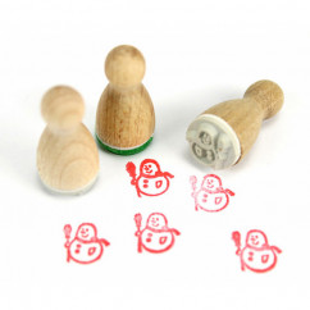 Mini Holzstempel Schneemann aus der Designmanufaktur Berlin. Der Ministempel mit weihnachtlichem Motiv aus der Serie Stemplino.