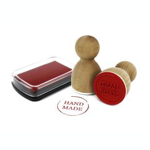 Einfaches Stempelkissen in rot mit hochwertiger Pigment Farbe. Die rote Farbe ist säurefrei, ungiftig und sorgt für ein schönes Stempelbild.