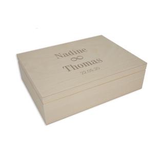 Gravierte Holzbox. Hochzeit Geschenkverpackung mit Klappdeckel. Holzkiste mit Gravur - Hochzeit unendlich + Namensgravuren. Personalisierte Geschenkbox aus Holz.