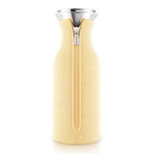 Kühlschrankkaraffe lemon. Glaskaraffe mit Neoprenüberzug in gelb von Eva Solo Design.