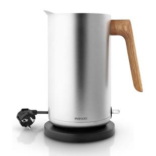 Edelstahl Wasserkocher mit Holzgriff aus Eiche - Nordic Kitchen Wasserkocher von Eva Solo Design.