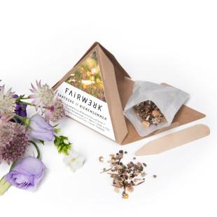 Saatecke BIENENSOMMER von FAIRWERK Design. Pyramide mit Blumensamen - 40 Blumensorten. Saattüe fair produziert in einer Behindertenwerkstatt.