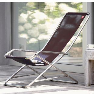 Der schwarze Schwingsessel DONDOLINA vom italienischen Hersteller FIAM lädt ein zum Sonnenbaden und Relaxen. Klappbarer Strandstuhl.
