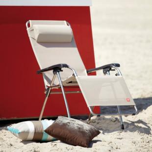 Besten Komfort bietet der Deluxe-Sonnenstuhl / Relaxliege Amida in weiß von FIAM. Stufenlos verstellbar von Sitz- in Liegepostion.