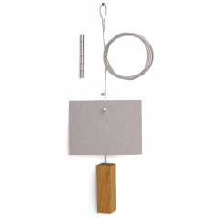 Fotoseil Quader: Stahlseil mit Holzgewicht aus Eiche und Magneten für Bilder und Karten von FAIRWERK
