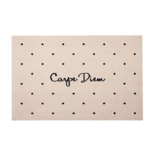 Beige Fußmatte von Gift Company mit Schriftzug - Carpe Diem. Waschbarer Schmutzfänger für Ihr Zuhause.