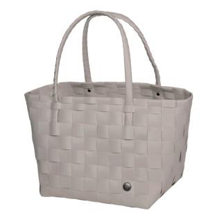 Die Shopper Paris S von Handed By in hellem grau. Sie ist Einkaufs- oder Strandtasche.